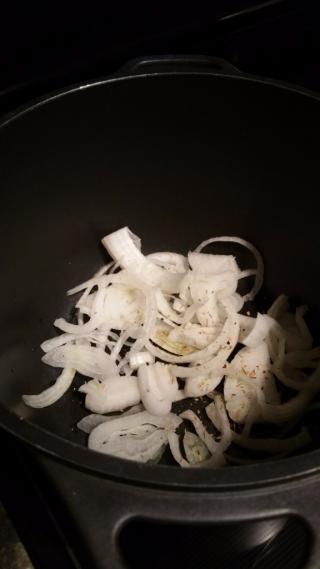 Chick- dump- saut onions